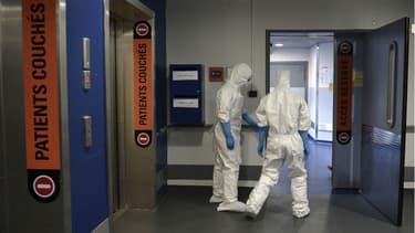 Douze hôpitaux en France sont habilités pour recevoir des patients infectés par Ebola.