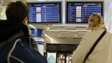 L'aéroport d'Orly est notamment touché par une grève des contrôleurs aériens.