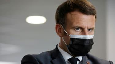 Emmanuel Macron en visite dans un centre de sécurité sociale à Créteil (Val-de-Marne), le 29 mars 2021