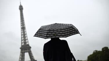 Les touristes ne peuvent pas monter en haut de la Tour Eiffel ce vendredi 22 mai.