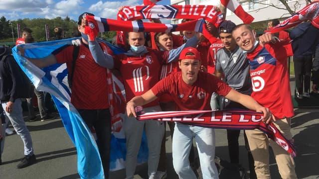 Des supporters lillois réunis devant l'hôtel du LOSC à Angers