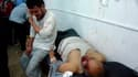 Le chirurgien Jacques Bérès témoigne sur RMC de l'horreur vécue par les habitants de Homs et des conditions désastreuses dans lesquelles ils sont soignés.