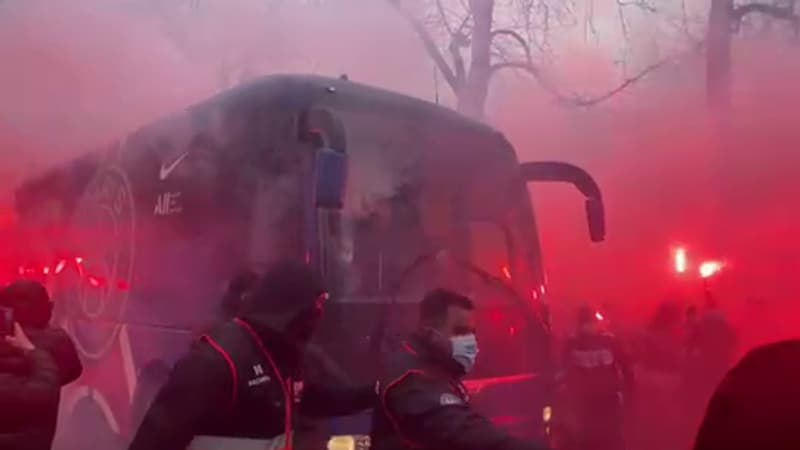 PSG-Lille: les joueurs accueillis par une foule de supporters parisiens