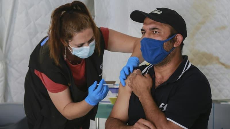 EN DIRECT - Covid-19: plus de deux milliards de doses de vaccins administrées dans le monde
