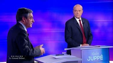 Alain Juppé et François Fillon, lors du dernier débat de la primaire de la droite, retransmis sur TF1 et France 2, le 24 novembre 2016.