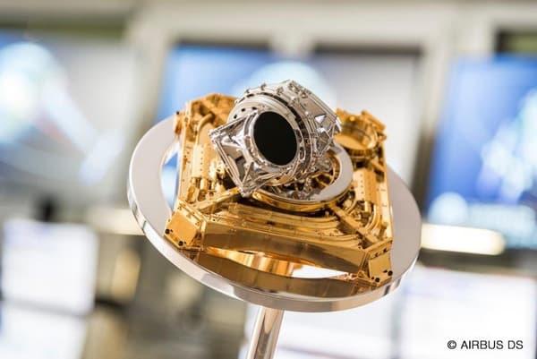 Le terminal de communication laser embarqué par le premier satellite.