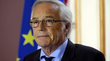 François Rebsamen avait annoncé lundi le déploiement de 100.000 nouveaux contrats aidés