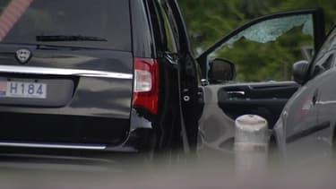 La Lancia Voyager où se trouvaient Hélène Pastor et son chauffeur, mardi soir devant un hôpital de Nice.