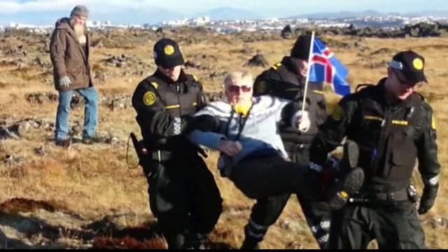 Manifestation contre des travaux de construction d'une route, en décembre 2013 en Islande