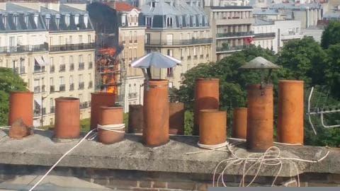 Incendie suivi d'une explosion sur un immeuble à Levallois-Perret - Témoins BFMTV