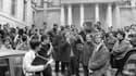 Daniel Cohn-Bendit s'adresse à des étudiants, le 3 mai 1968 devant la Sorbonne à Paris.