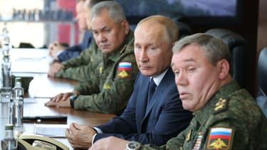 """""""L'équipement de notre armée et notre flotte avec des systèmes d'armement ultramoderne va sans doute assurer les capacités défensives de notre pays à long terme"""", a souligné Vladimir Poutine"""