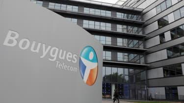 Bouygues Telecom envisage de réorganiser le temps de travail dans l'entreprise.
