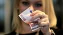 Des euros, ou des dinars: en Espagne et en Tunisie, on utilise les billets de banque pour montrer sa révolte (Photo d'illustration)