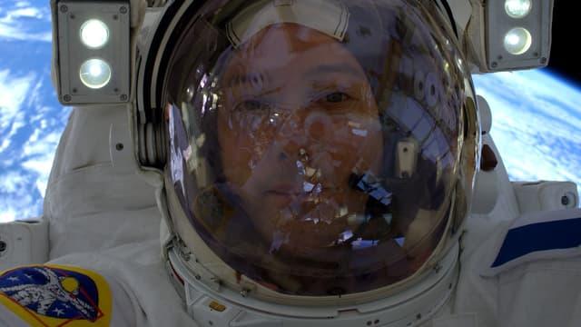 Thomas Pesquet lors de sa première sortie extra-véhiculaire.
