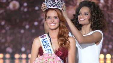 Maëva Coucke lors de son couronnement de Miss France 2018, à Châtearoux, le 16 décembre 2017.