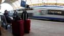 A la gare de Nice, mardi. Les assemblées générales des cheminots qui se sont tenues mardi ont toutes reconduit la grève à la SNCF pour mercredi, selon une source syndicale. /Photo prise le 12 octobre 2010/REUTERS/Eric Gaillard