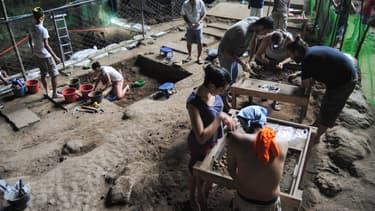 Le terrain de fouilles au nord de l'île de Luçon, aux Philippines, le 9 août 2011.
