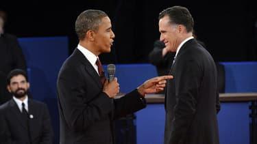 Barack Obama et Mitt Romney lors du second débat de la présidentielle américaine, le 16 octobre 2012