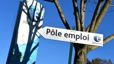 Le nombre de chômeurs a de nouveau diminué (-4,1%) en juillet, soit 174.300 inscrits en catégorie A en moins, une baisse due comme en mai et juin au retour de demandeurs d'emploi vers l'activité réduite