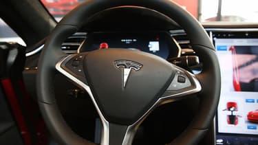 Si l'on a beaucoup parlé de l'AutoPilot de Tesla, les constructeurs allemands comme Mercedes, Audi et BMW ont installé des dispositifs équivalents dans leurs modèles haut de gamme.