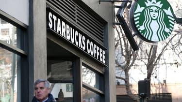 Starbucks pourrait proposer de l'alcool dans environ 2.000 de ses points de vente aux Etats-Unis