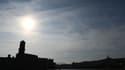 Le soleil s'installe à Marseille et fait grimper les températures (illustration).