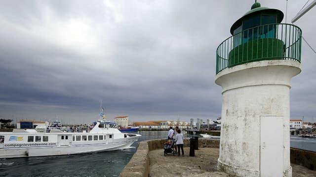 Dans la seule station-service de l'île, le carburant dépasse les deux euros le litre.