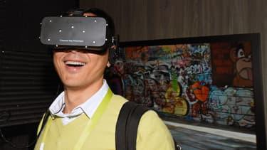 Le casque de réalité virtuelle sera commercialisé au premier trimestre 2016. Le prix de cet accessoire n'a pas été annoncé.