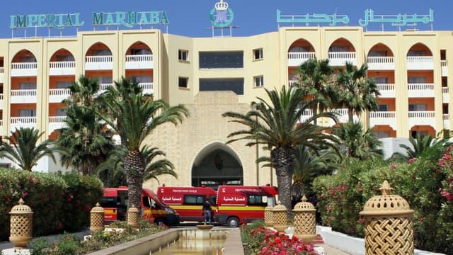 Les pompiers devant hôtel Riu Imperial Marhaba à Port el Kantaoui, où a eu lieu l'attaque.