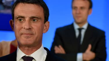 Manuel Valls et Emmanuel Macron au second plan. 2016