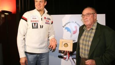 Jean Vuarnet (à droite) aux côtés de l'ancien skieur Antoine Deneriaz