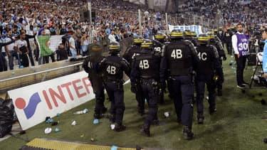 Des CRS déployés au stade vélodrome dimanche soir lors de OM-Lyon en Ligue 1