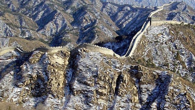 La grande muraille de Chine sous la neige.