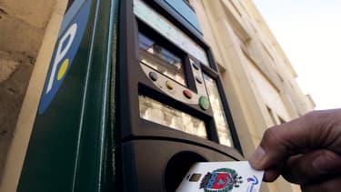 Les tarifs de stationnement sont passés du simple au double dans certains quartiers parisiens.