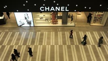 La baisse de ses ventes en Chine est une des raisons qui expliquent la forte baisse des résultats de Chanel en 2015.