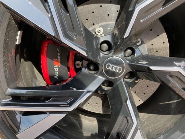 Notre version d'essai était équipée en option de freins céramiques.