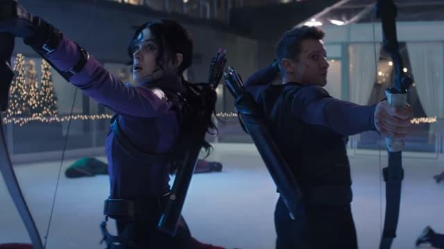 """Hailee Steinfeld et Jeremy Renner dans """"Hawkeye"""""""