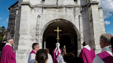 L'Église de Saint-Etienne-du-Rouvray lors d'une cérémonie d'hommage au père Hamel, tué en 2016
