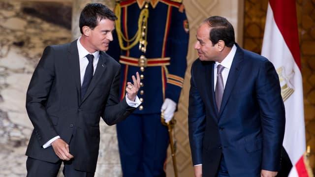 Manuel Valls et le président égyptien Abdel Fattah al-Sissi, le 10 octobre, au Caire, en Egypte.