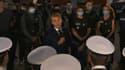 Emmanuel Macron dans un commissariat du nord de Marseille ce mercredi.