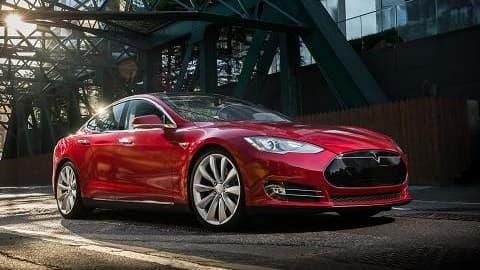 30.000 exemplaires de la Tesla Model S ont déjà été vendus et le groupe poursuit son offensive sur l'électrique.