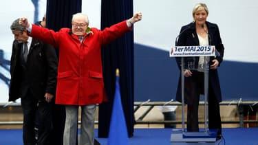 Jean-Marie Le Pen sur la tribune du Front national place de l'Opéra.