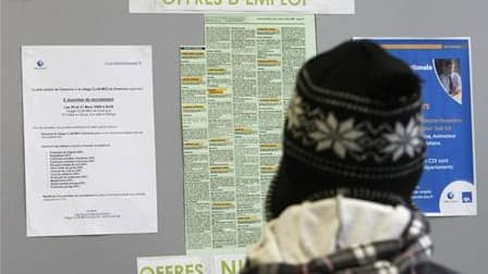 La hausse du chômage en France devrait atteindre un palier l'hiver prochain, selon le secrétaire d'Etat à l'Emploi Laurent Waunquiez. /Photo d'archives/REUTERS/Eric Gaillard