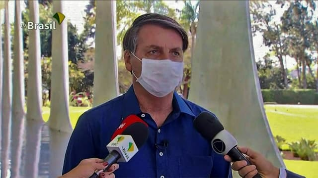 Saisie d'écran de la télévision brésilienne montrant le président Jair Bolsonaro s'exprimant depuis Brasilia le 7 juillet 2020