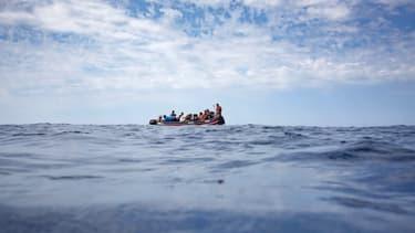 Au moins 70 personnes se trouvaient à bord de l'embarcation, selon les rescapés (illustration).