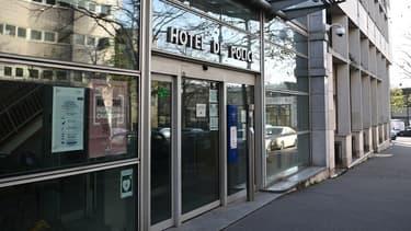 Les quatre policiers sont entendus dans les locaux de l'IGPN, à Paris.