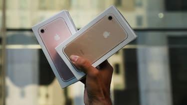 Depuis ce vendredi matin, le site affiche 137 pages où particuliers et professionnels vendent des iPhone 6 et des accessoires incompatibles avec la nouvelle génération.