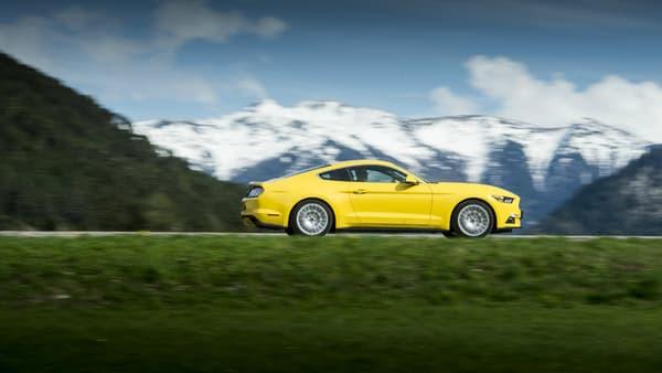 Parmi les concurrentes de la Mustang, deux autres muscle-cars, les Dodge Challenger et Chevrolet Camaro, et des Allemandes, comme l'Audi TT.