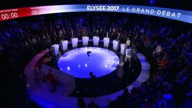 Le plateau du grand débat.